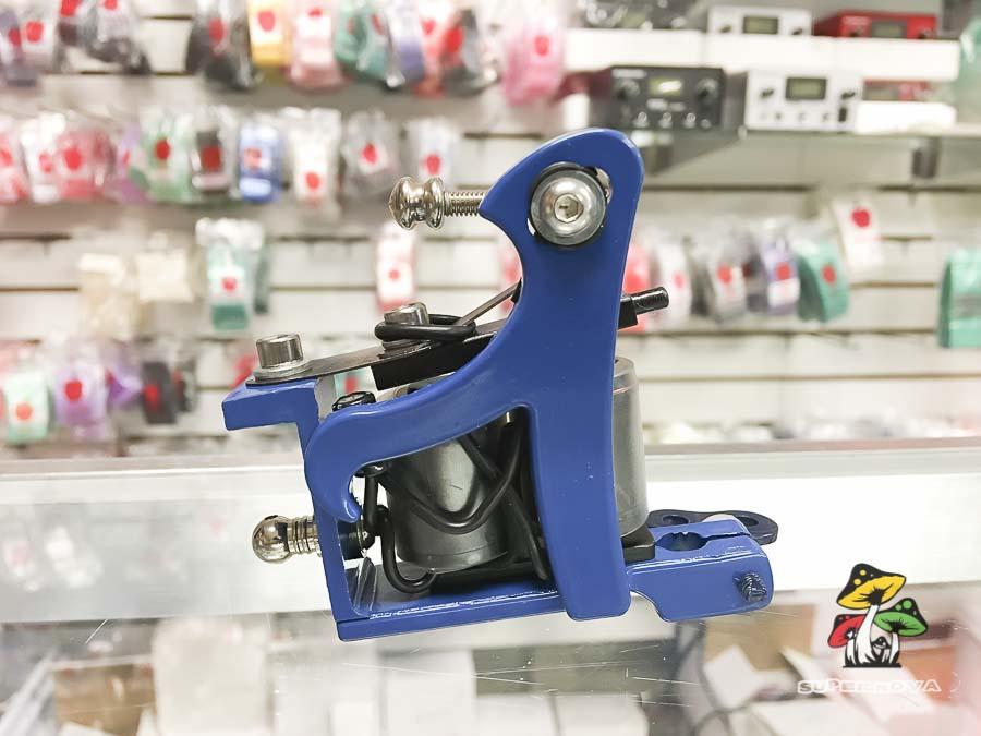 Photo of a blue tattoo machine.